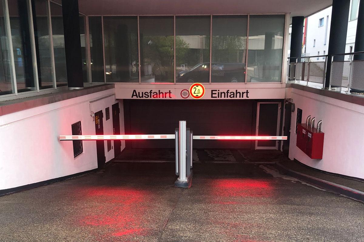 Parkservice Flughafen Stuttgart - Tiefgarage/Parkhaus Kurze Straße 40, 70794 Filderstadt